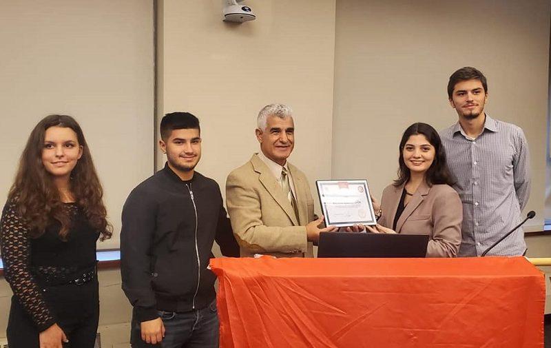 """Studentë eksellentë nga St. Francis College Brooklyn vlerësuan me pllakë mirënjohje Shkollën Shqipe """"Alba Life"""", NY"""